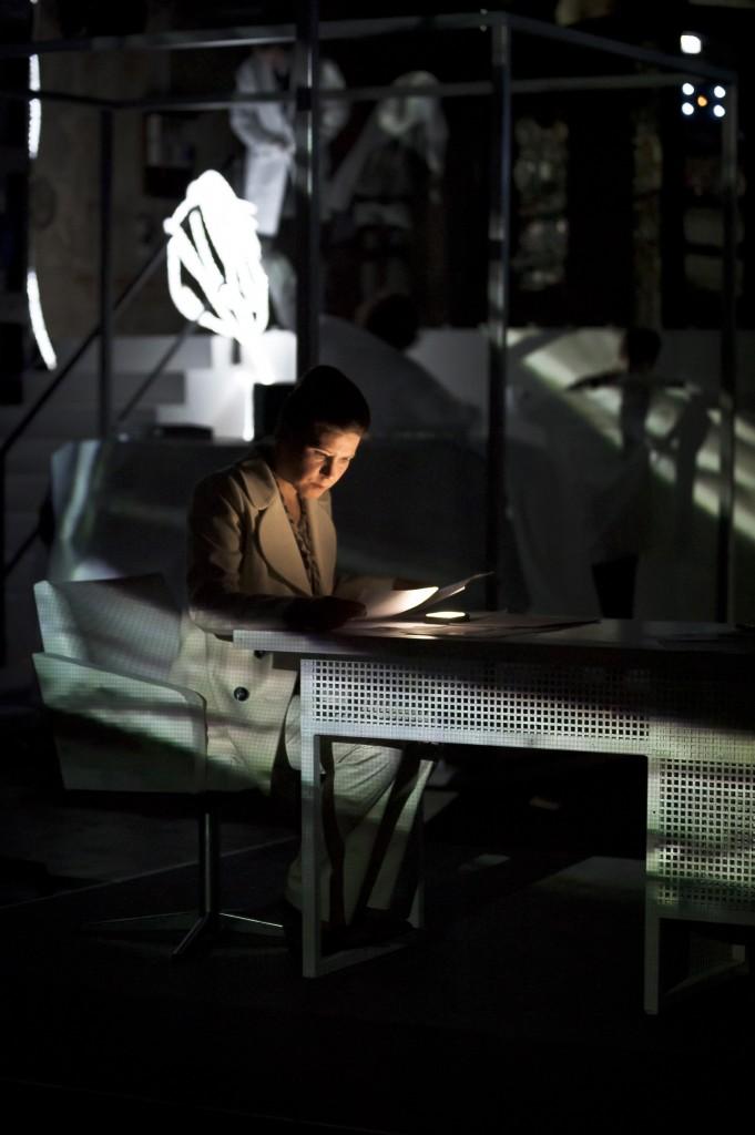 """""""Die erleuchtete Fabrik""""  DNT Weimar 2012"""